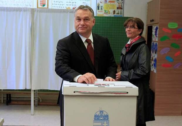 Премьер-министр Венгрии Виктор Орбан голосует на референдуме в Будапеште, 2 октября 2016 года