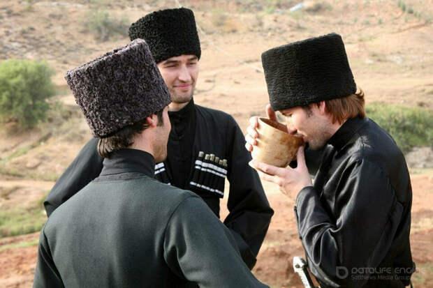 Формы общения и этикет при разговоре у черкесов