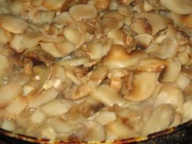 Курочка под грибным соусом