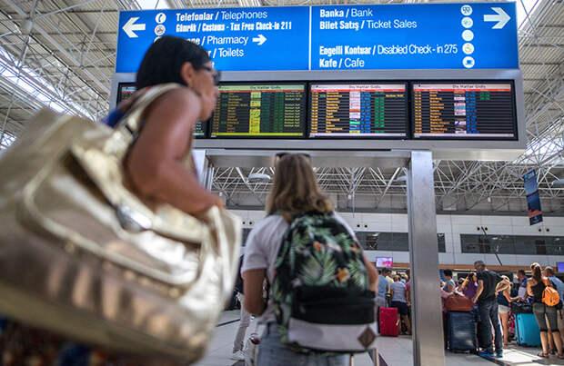 У россиян проблемы с возвращением домой из-за ограничения авиасообщения с Турцией