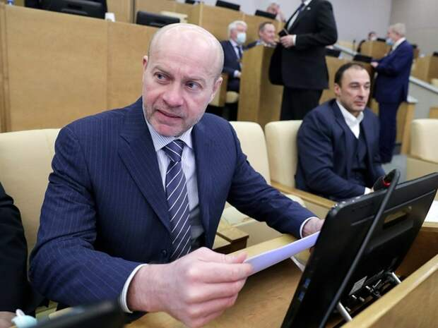 Уральские власти подложили «Единой России» бомбу