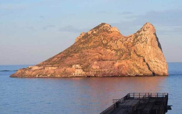 В древних руинах на острове у берегов Испании нашли базу британского шпиона