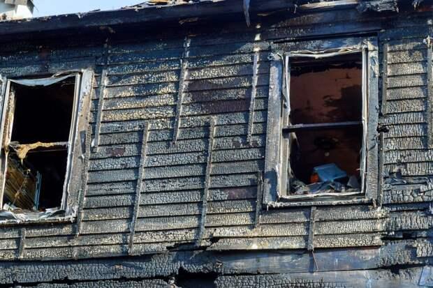 Житель Ижевска погиб в ночном пожаре на улице Жечева