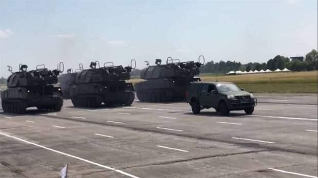 Автомобиль «Казак-кабриолет», ЗРК «Бук», С-300: названа техника, которую задействуют на военном параде в Киеве