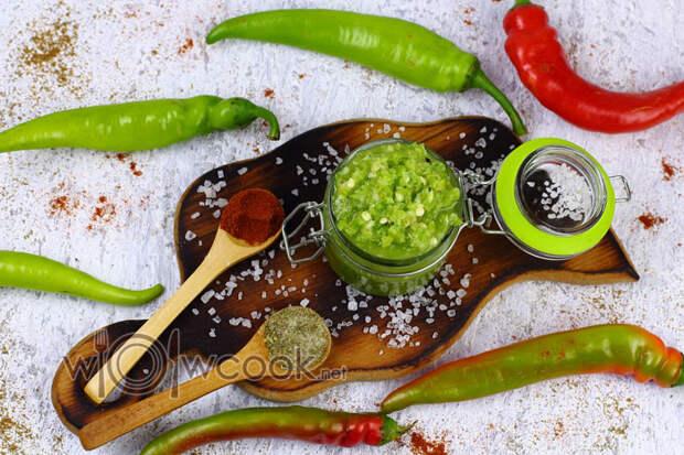 Зеленая аджика - классический  рецепт