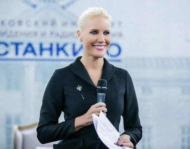 Телеведущая Елена Летучая разоблачила самые популярные фейки о голосовании за обновленную Конституцию