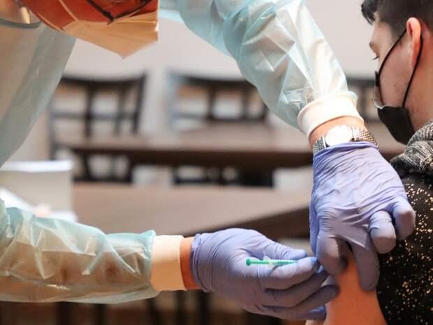 Руководство завода в Оренбурге грозит увольнением сотрудникам без антител к COVID-19