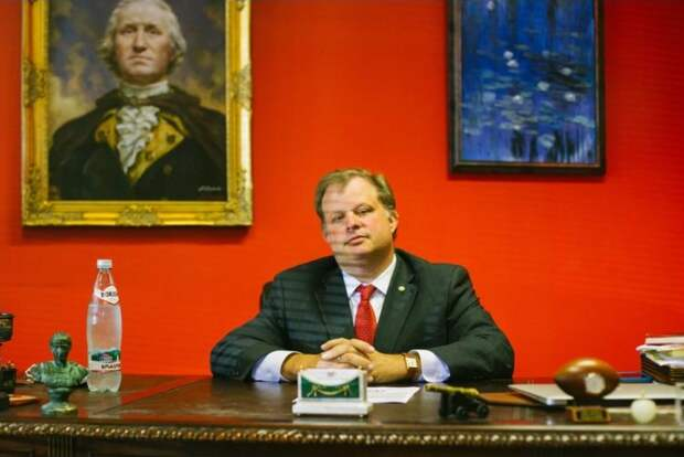 G. Kline Preston IV sits at the desk in his office in Nashville, with a portrait off George Washington painted by a Russian artist on the wall behind him. (Kyle Dean Reinford/For the Washington Post)