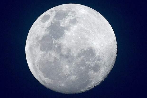 Физики предложили построить огромный коллайдер на поверхности Луны