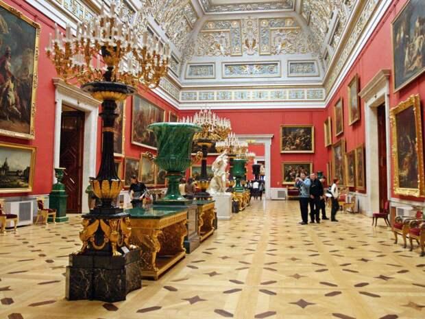 Дворцы Петербурга реконструирует осужденный за хищения при реконструкции