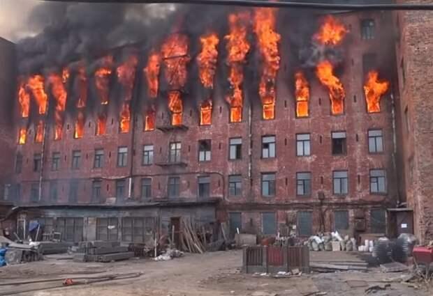 """Причиной пожара в """"Невской мануфактуре"""" мог быть поджог"""
