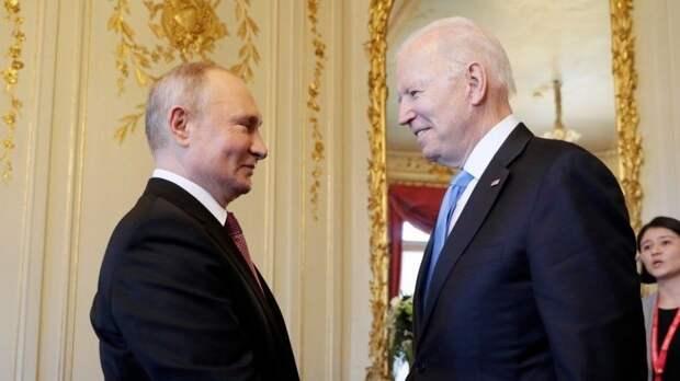 Позитивное начало: Путин обменялся сБайденом шуткой перед началом саммита