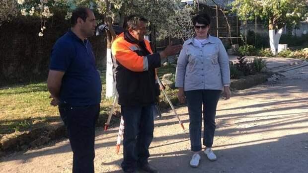 Елена Янчукова проинспектировала ход ремонта дорог и процесс укладки дорожного покрытия в городе Старый Крым