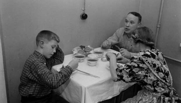 Как проходила жизнь рабочего в СССР 50‑х