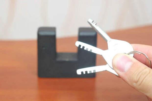 Открываем без ключа замок с пальцем