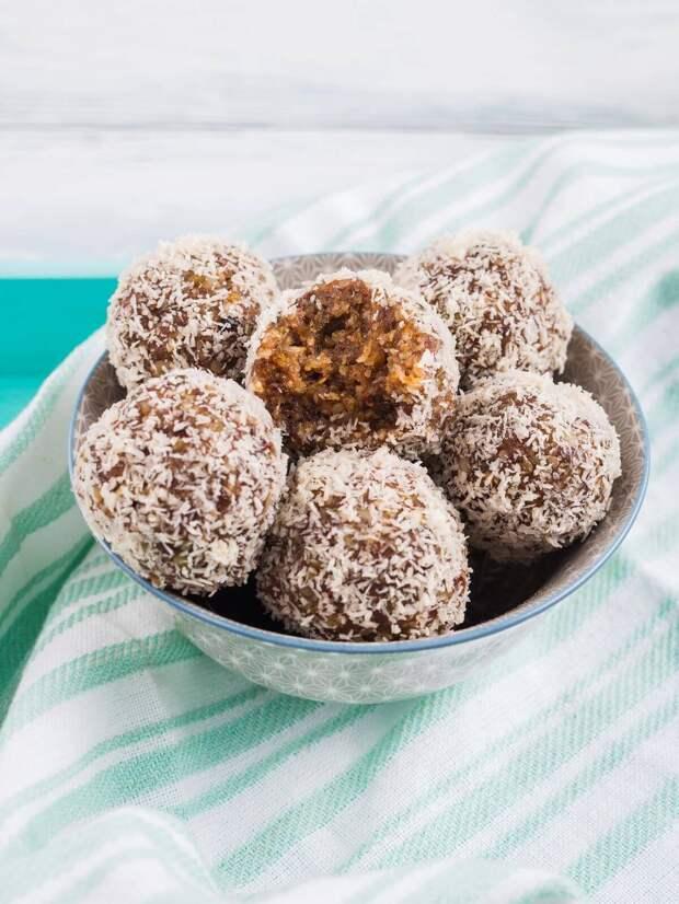 Энергетические шарики — диетический десерт с кокосовыми хлопьями