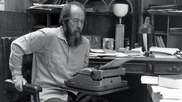 The Guardian: Солженицына могли лишить Нобелевской премии в 1970 году