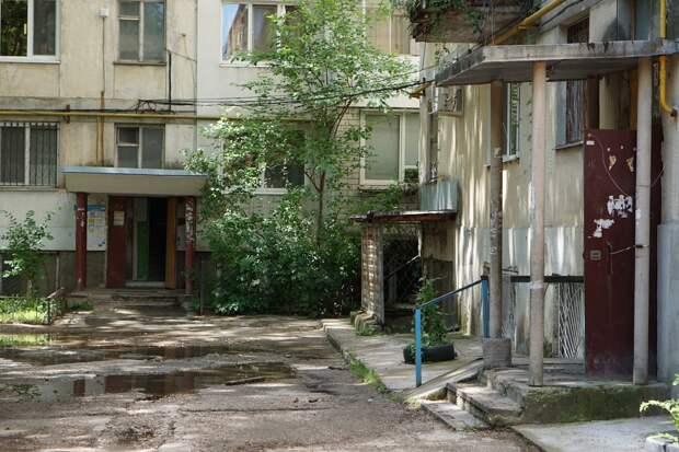 На ремонт симферопольских дворов потратят свыше 240 миллионов рублей