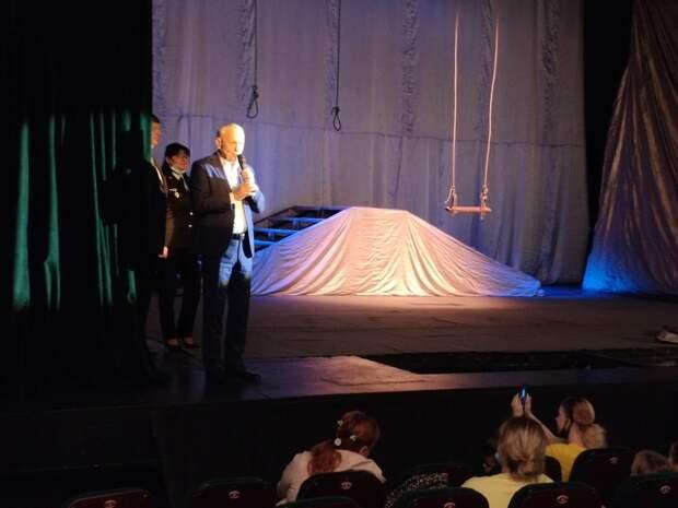 В театре Спесивцева на Руставели детей-сирот порадовали мороженым