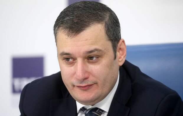 Хинштейн заявил, что ограничение работы WhatsApp в России не обсуждается