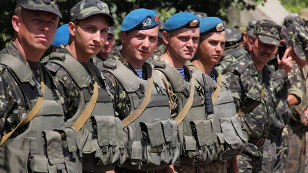 Одесситы возмущены поведением заполнивших улицы города военнослужащих ВСУ