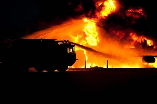 В Приморье пожарные потушили возгорание на локомотиворемонтном заводе