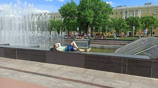Главный синоптик Петербурга рассказал, сколько в городе продержится жара