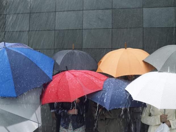 Не забудьте зонтик: завтра оранжевый уровень опасности - сильный дождь.