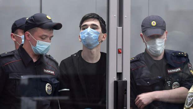 Суд в Казани арестовал обвиняемого в нападении на школу на два месяца