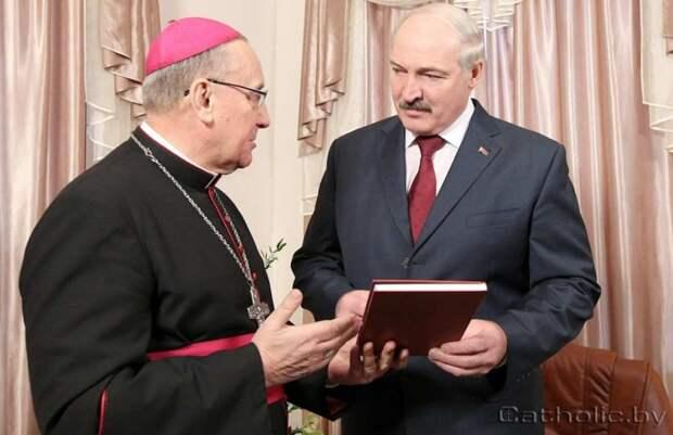Батька проиграл Папе на глазах всей Белоруссии
