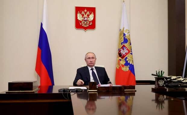 Эксперт: рейтинг Владимира Путина находится в устойчивом коридоре