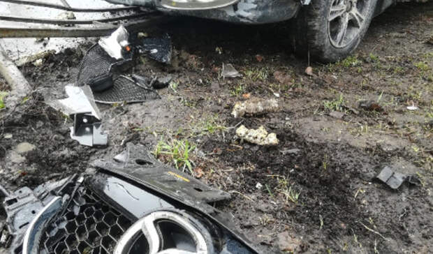 Волга снесла забор иулетела натротуар вДТП наЭнтузиастов вНижнем Тагиле
