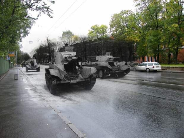 Ленинград 1941-2009 Улица Комсомола у завода Арсенал.Танки БТ-5 блокада, ленинград, победа