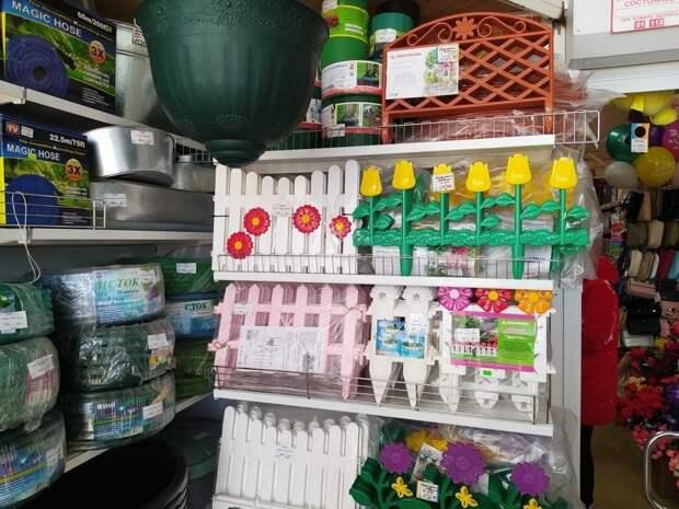 Сделано для помойки: пластиковые заборы для клумб. Восемь недостатков ограждений для цветника