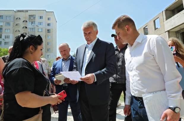 Аксёнов рассказал, как после его приезда у жителей одного из дворов Симферополя появилась горячая вода
