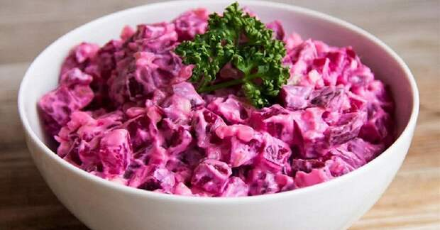 Витаминный свекольный салат с яйцом, который можно приготовить в любое время года