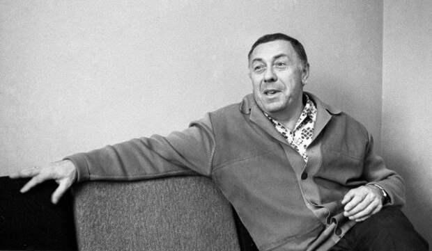Анатолий Папанов у себя дома. 1 января 1974 года. Фото: РИА Новости