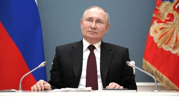 Путин призвал не забывать преподнесенные войной уроки