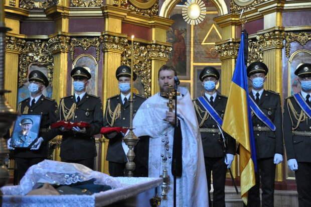 Как лейб-гвардия Зеленского честь эсэсовцу отдавала