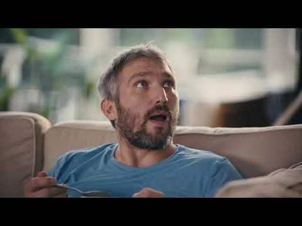 Овечкин с женой и Бэкстремом снялись в рекламе страховой компании: «Почему он всегдазавтракает здесь?»
