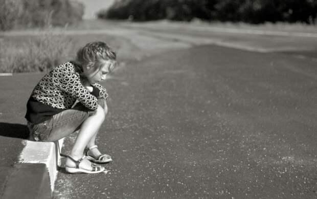 Четырехлетняя девочка потерялась на аварийном участке трассы в Уссурийске