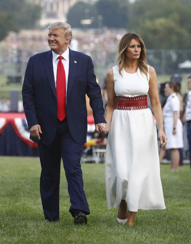 Мелания Трамп в белых платьях: 10 случаев, когда первая леди выглядела бесподобно и женственно
