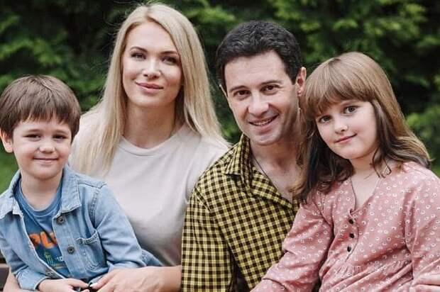 Почему Антон Макарский несколько раз собирался уйти от жены