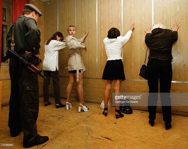 Молодые девушки задержанные московской милицией за занятие проституцией. Май, 1997-й год.