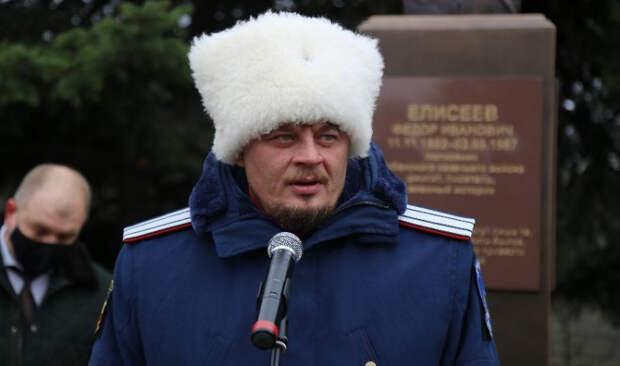 На Кубани казаки установили бюст полковника Елисеева
