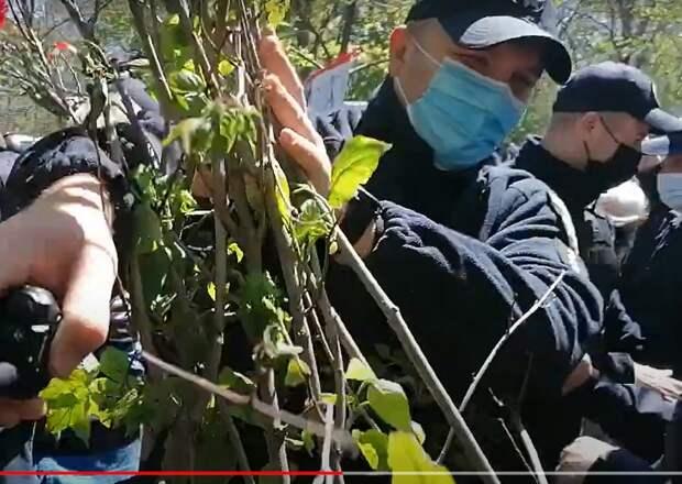 9 мая на Украине: «георгиевская» драка в Одессе, портрет деда Зеленского на акции «Бессмертный полк» на Донбассе. ВИДЕО