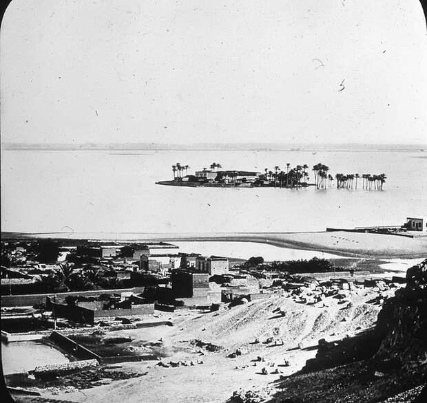 Фото, сделанное самим Питри в Гизе в 1881 году