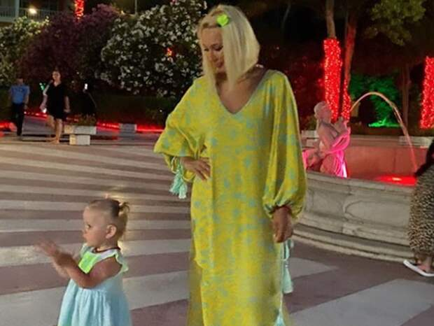 Лера Кудрявцева с ребенком