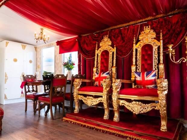Роскошь на колесах: в Англии можно провести незабываемую ночь в королевском фургоне с золотым унитазом