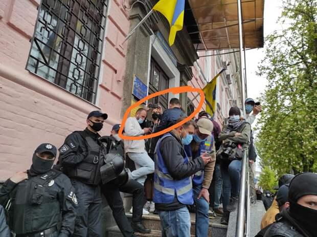 Брат зиговавшего в Киеве радикала теперь угрожает журналистам